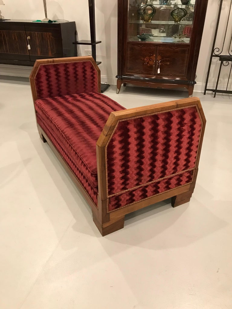 French Art Deco Day Bed In Excellent Condition For Sale In North Bergen, NJ