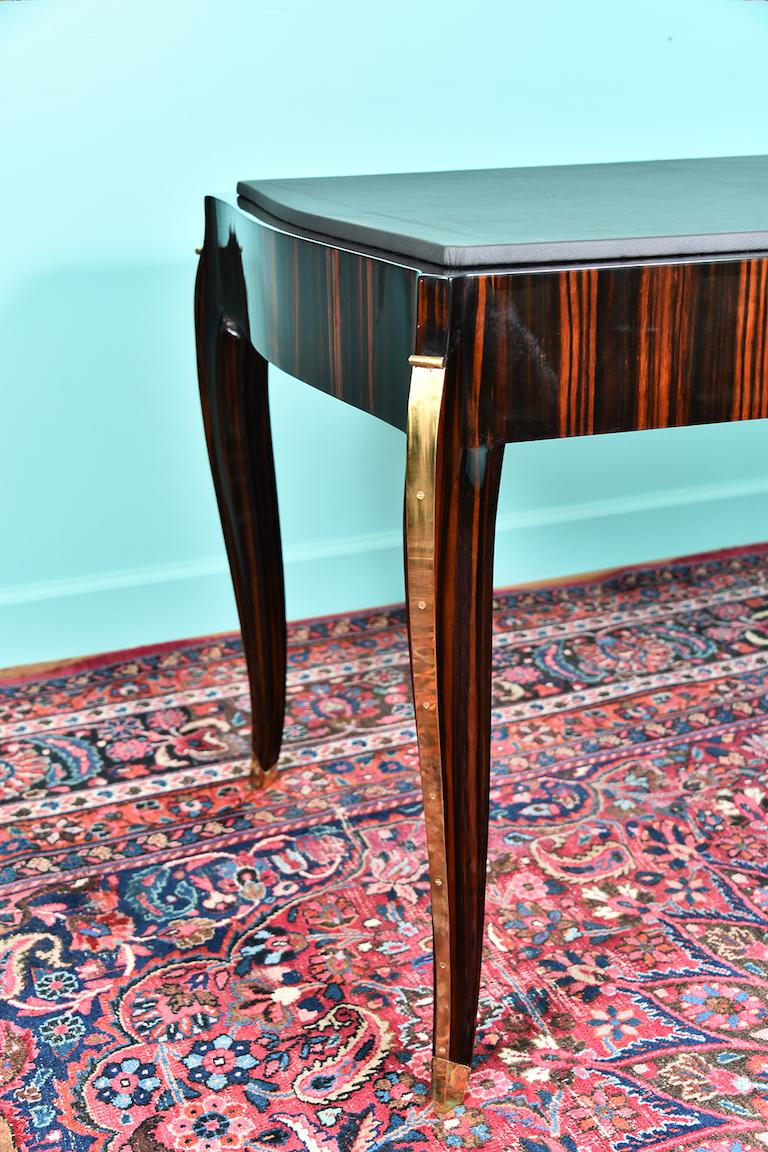 French Art Deco Desk in Macassar with Leather Top In Excellent Condition For Sale In Houston, TX