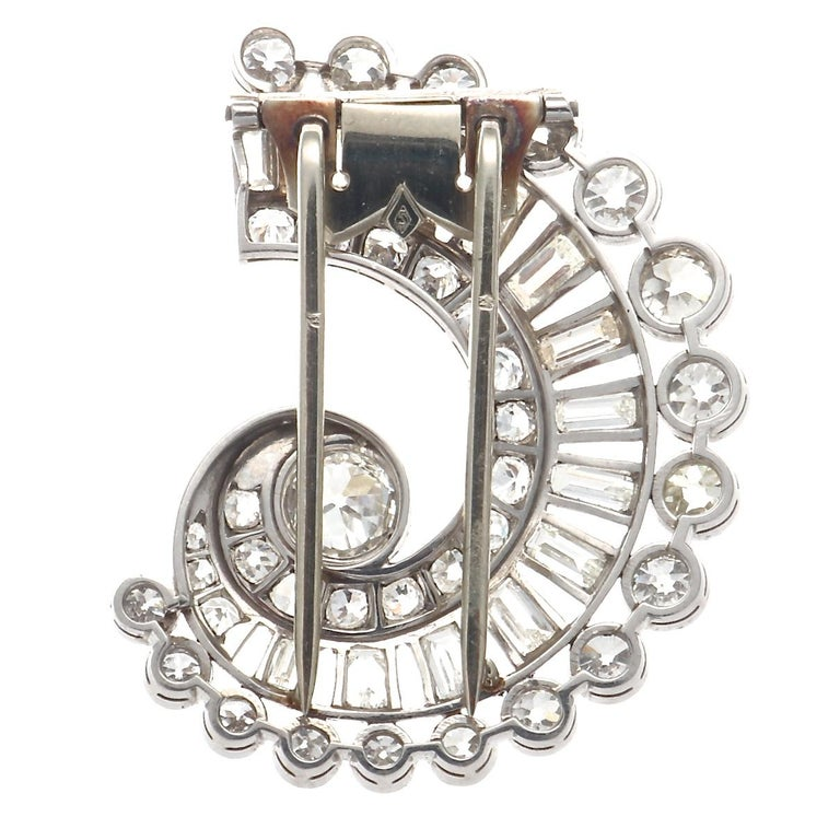 French Art Deco Diamond Platinum Gold Brooch In Excellent Condition For Sale In Beverly Hills, CA