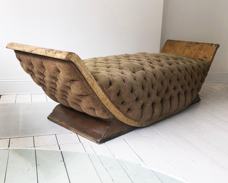 Mid-20th Century French Art Deco Distressed Gondola Chaise Longue Antique Daybed Vintage For Sale