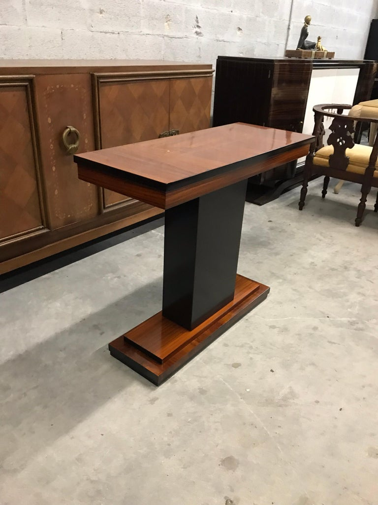 French Art Deco exotic Macassar console table, circa 1940s. Beautiful Macassar ebony with sycamore inlay, finish in both side that rest on makes it ideal for use as a bedside table or for the foyer room or entry, a fine example of Classic, French
