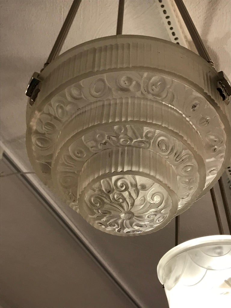 French Art Deco Floral Chandelier In Excellent Condition For Sale In North Bergen, NJ
