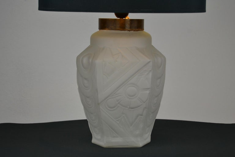 French Art Deco Frosted Moulded Pressed Table Lamp Base in the Style of Degué For Sale 5