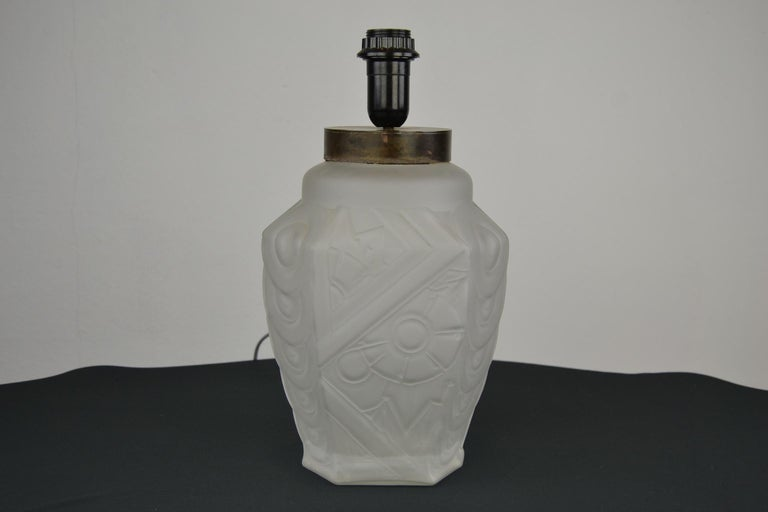 French Art Deco Frosted Moulded Pressed Table Lamp Base in the Style of Degué For Sale 7