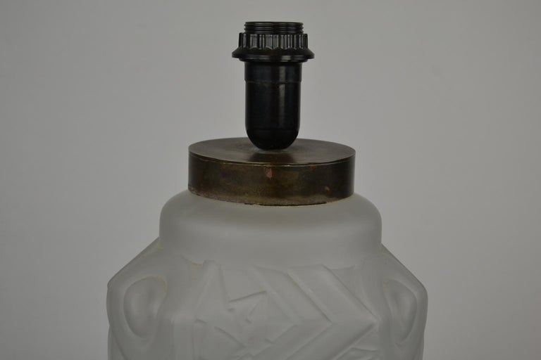 French Art Deco Frosted Moulded Pressed Table Lamp Base in the Style of Degué For Sale 8