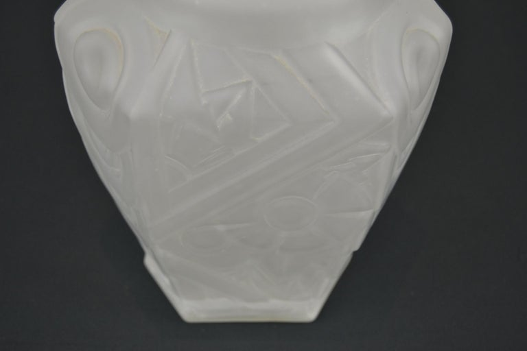 French Art Deco Frosted Moulded Pressed Table Lamp Base in the Style of Degué For Sale 11