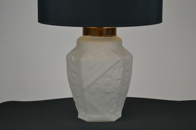 French Art Deco Frosted Moulded Pressed Table Lamp Base in the Style of Degué For Sale 15