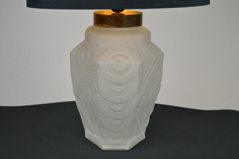 French Art Deco Frosted Moulded Pressed Table Lamp Base in the Style of Degué For Sale 1
