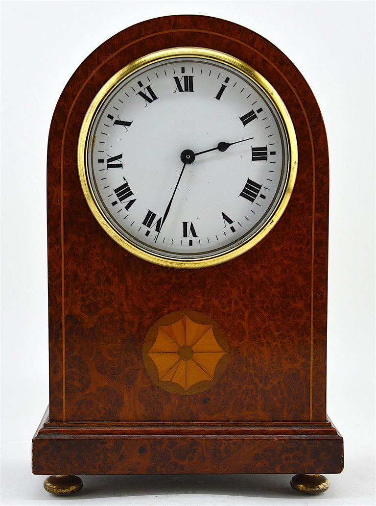 French Art Deco Inlaid Amboyna Veneered Table Clock, 1920s, Sue & Mare In Good Condition In Saint-Amans-des-Cots, FR
