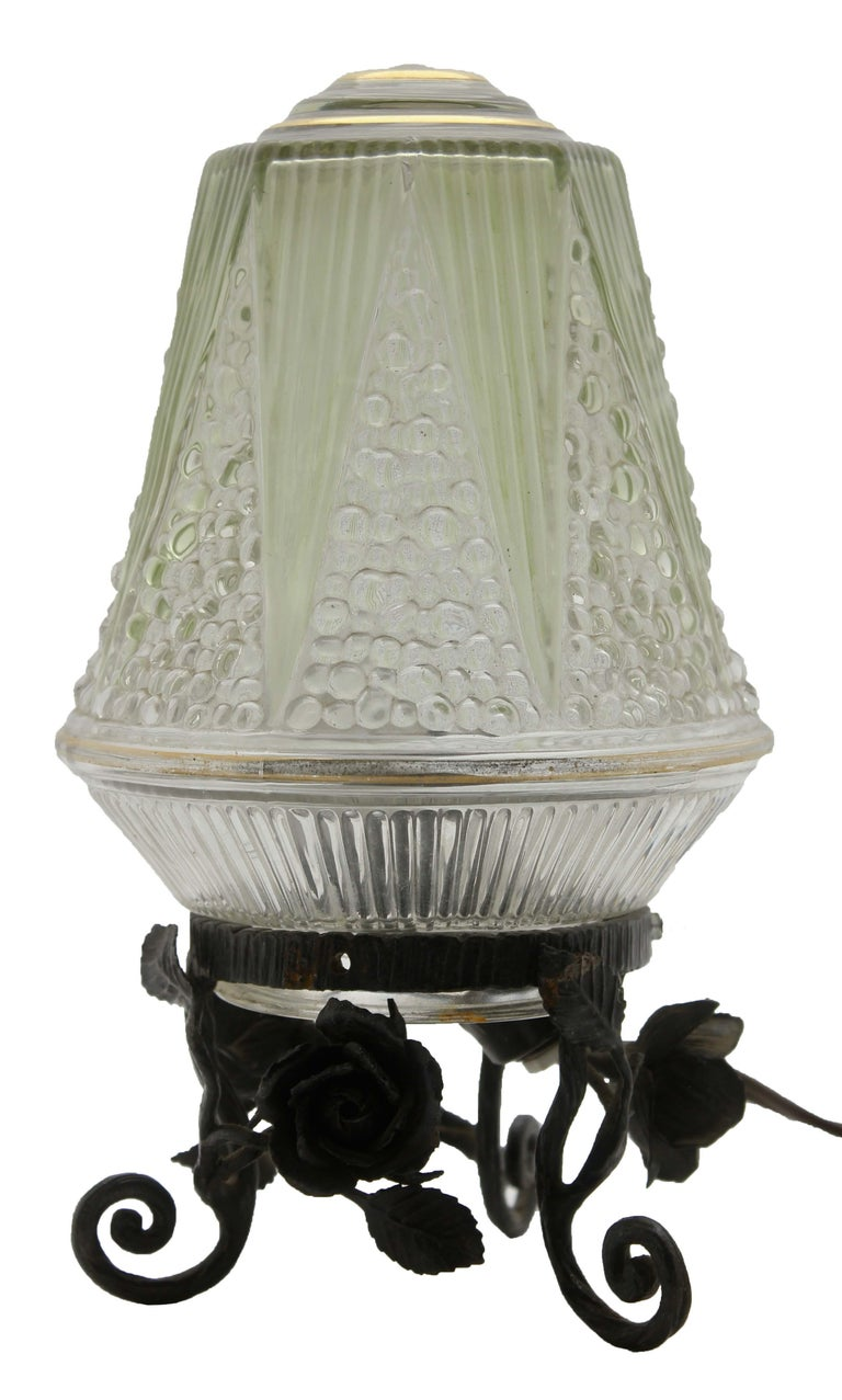 French Art Deco Lamp in Wrought Iron with Floral Pattern and Colored Glass Shade In Good Condition For Sale In Verviers, BE