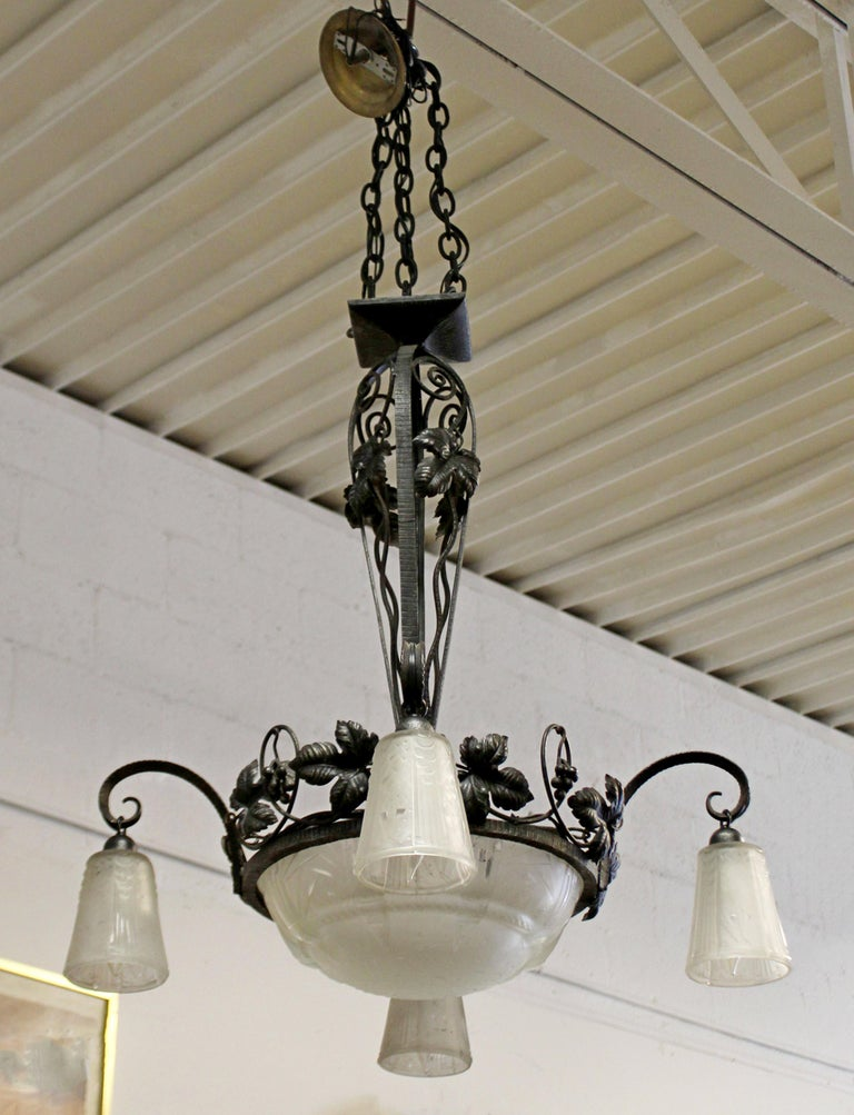 French Art Deco Large Wrought Iron Glass Hanging Chandelier Muller Frères, 1920s In Good Condition For Sale In Keego Harbor, MI