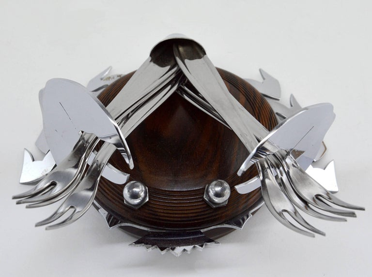 Summer sales. We are renewing our stock waiting for the start of September. Do not wait to order this beautiful period piece, we only have one. Rare French Art Deco shellfish set composed of six shellfish forks on a crab base. The crab is made of