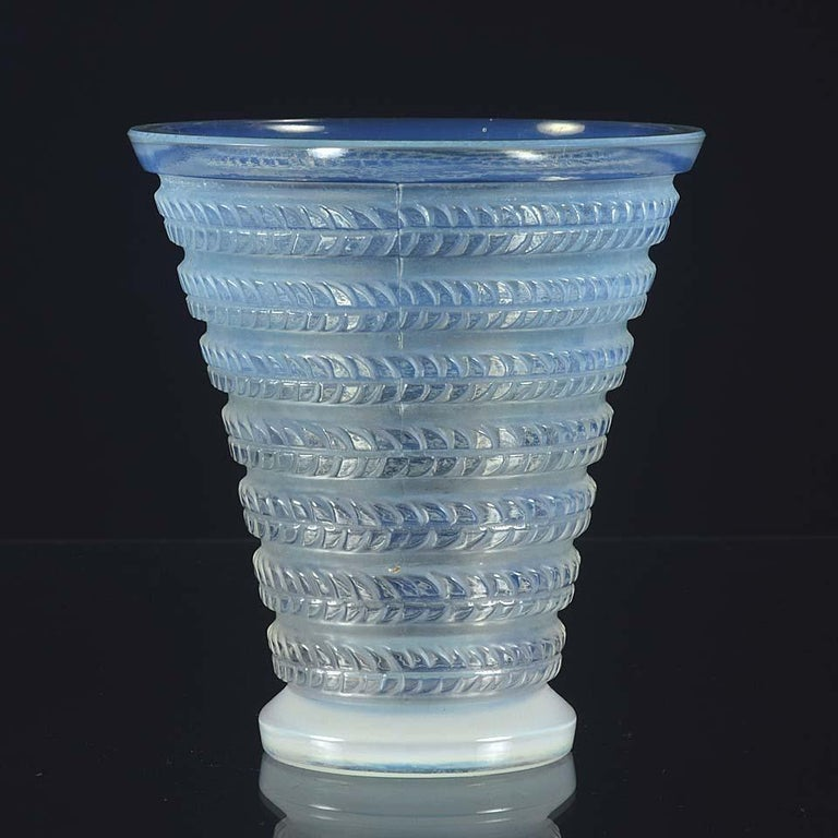 Early 20th Century French Art Deco Opalescent Glass Vase