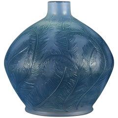 "French Art Deco Opalescent Glass Vase ""Plumes"" by René Lalique"