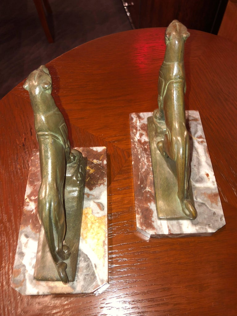 Art Deco leopard panther bookends by the French artist Frecourt on a marble base. Fine animal detailing work and signed on the metal with artist name, France and initial C.R. Unusual red marble base in excellent condition. Standing up tall and ready