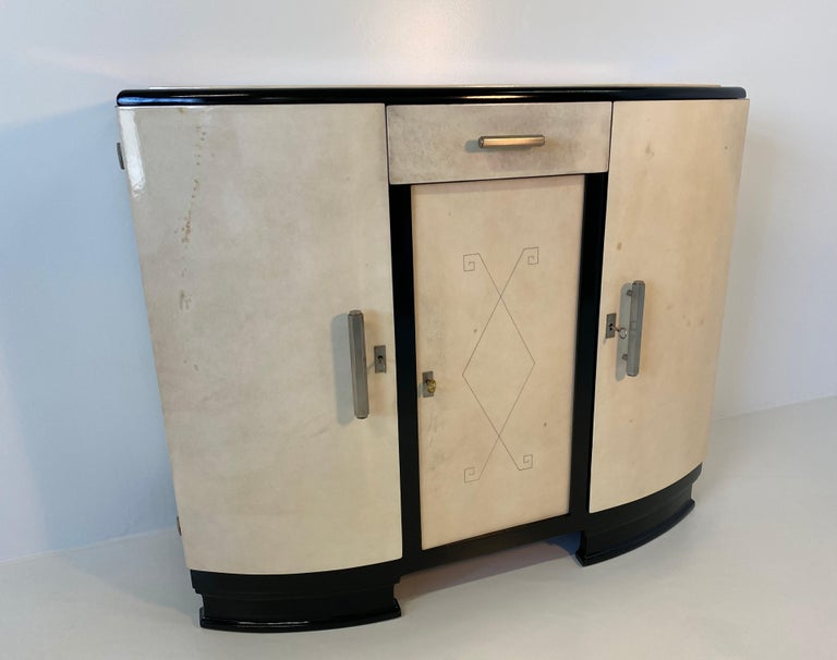 French Art Deco Parchment Sideboard, 1930s In Good Condition For Sale In Meda, MB