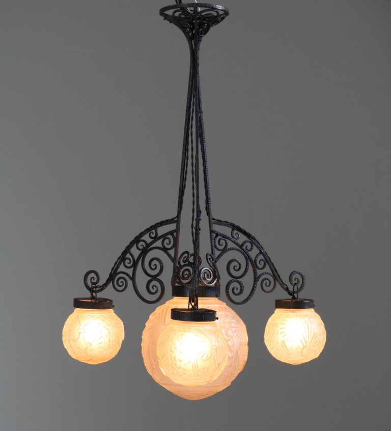French Art Deco Peacock Glass Chandelier by Muller Frères Luneville, 1930s For Sale 1