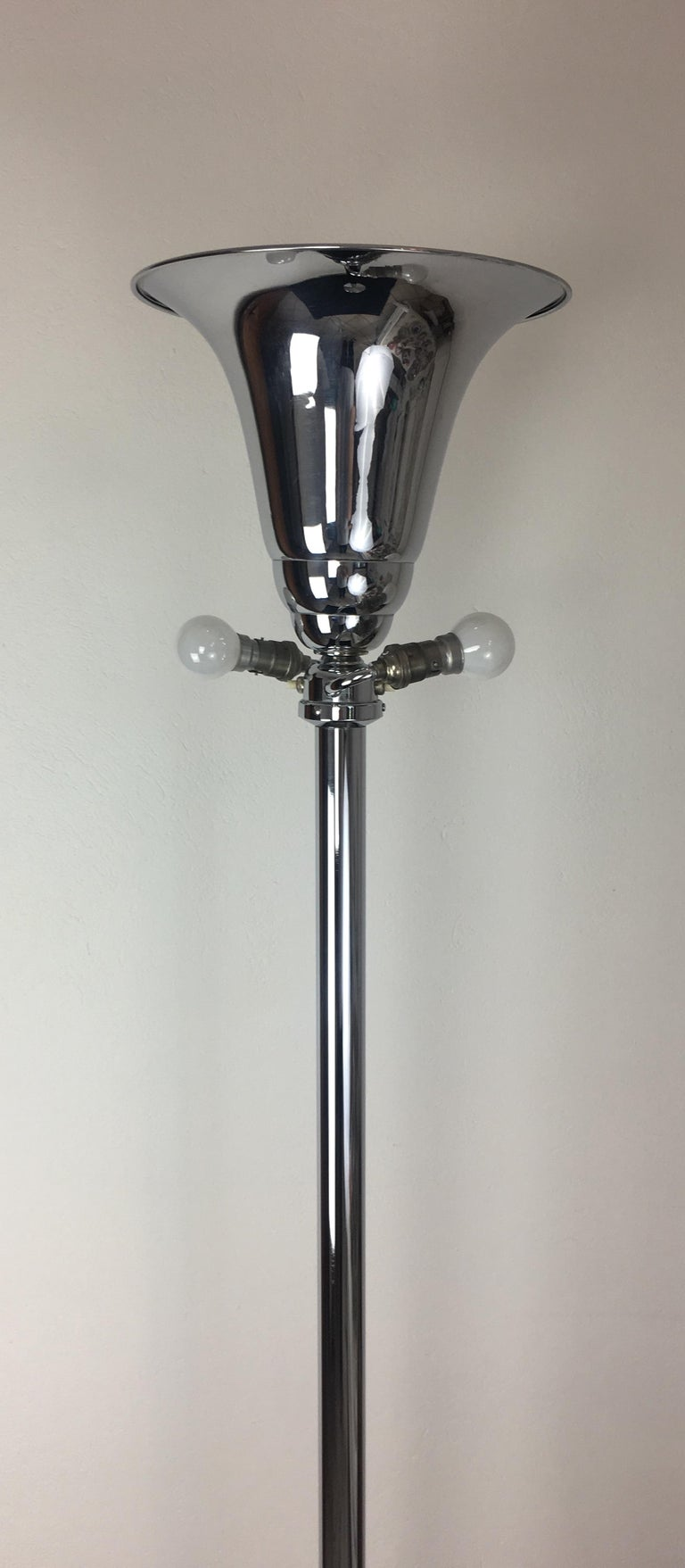 French Art Deco Polished Chrome Floor Lamp In Good Condition For Sale In Arles, FR