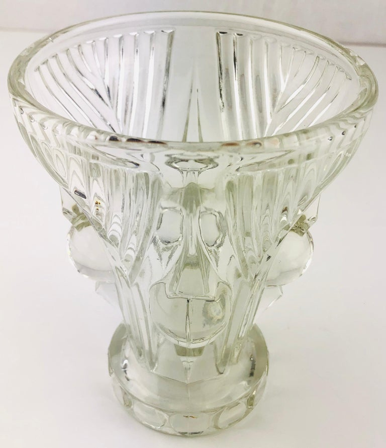 French Art Deco Pressed Clear Glass Vase In Good Condition For Sale In Arles, FR
