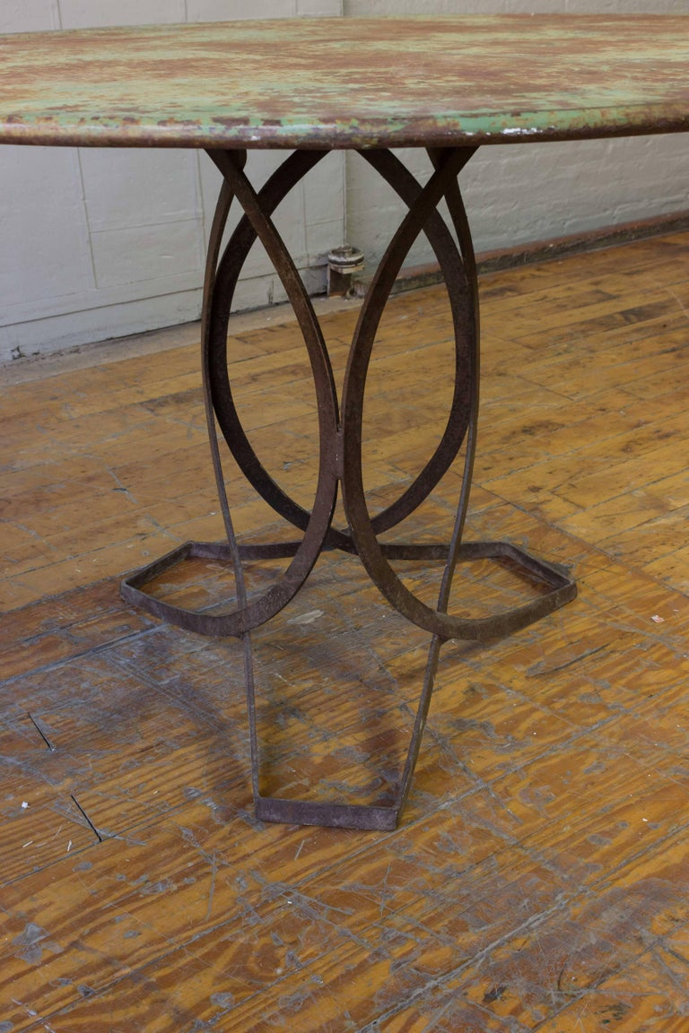 French Art Deco Round Iron Garden Table with Abstract Base For Sale 2