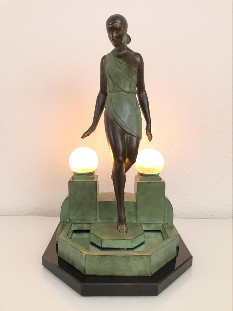 """""""Nausicaa"""" Lady at the fountain Designed in France during the roaring 1920s by """"Fayral"""", which is one of the pseudonymes from """"Pierre Le Faguays"""" (1892-1962) Original """"Max Le Verrier"""" Art Deco style, France  Lighted sculpture made in """"Régule"""""""
