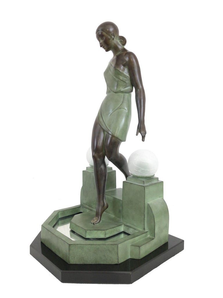 French Art Deco Sculpture, lighted, Nausicaa by Fayral, Original Max Le Verrier In Excellent Condition For Sale In Baden-Baden, DE