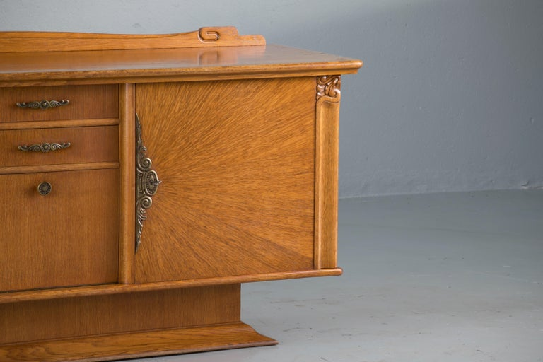 French Art Deco Sideboard with French Art Veneer, 1940s For Sale 5