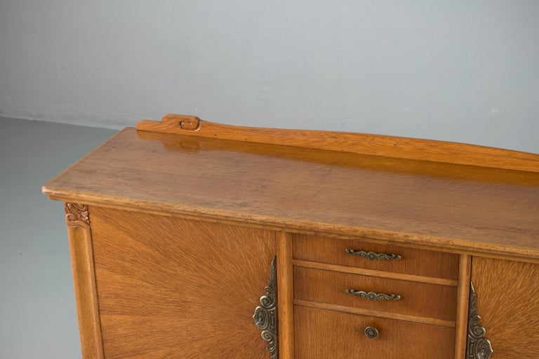 French Art Deco Sideboard with French Art Veneer, 1940s For Sale 9