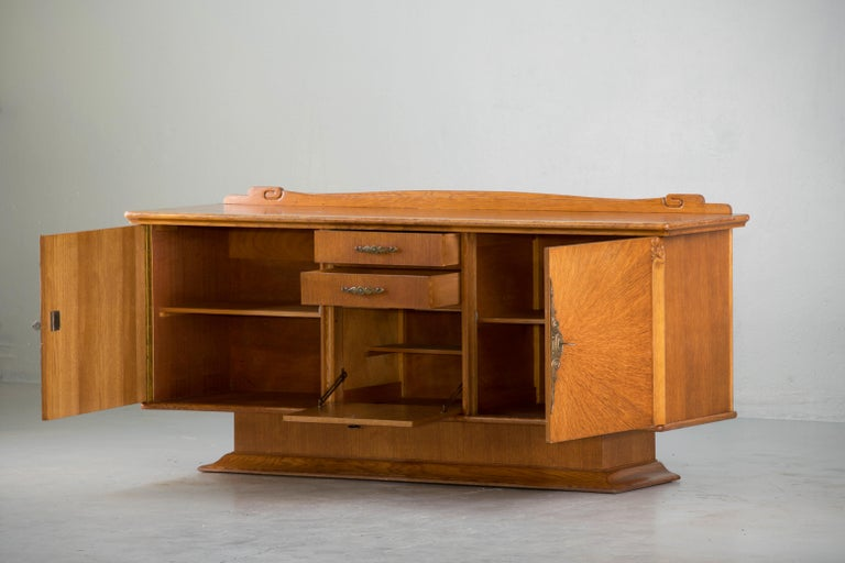 French Art Deco Sideboard with French Art Veneer, 1940s In Good Condition For Sale In Gemmerich, DE