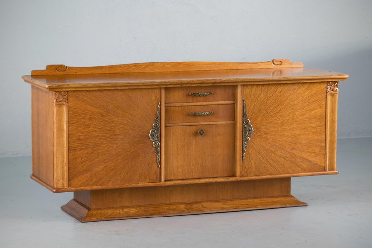French Art Deco Sideboard with French Art Veneer, 1940s For Sale 3