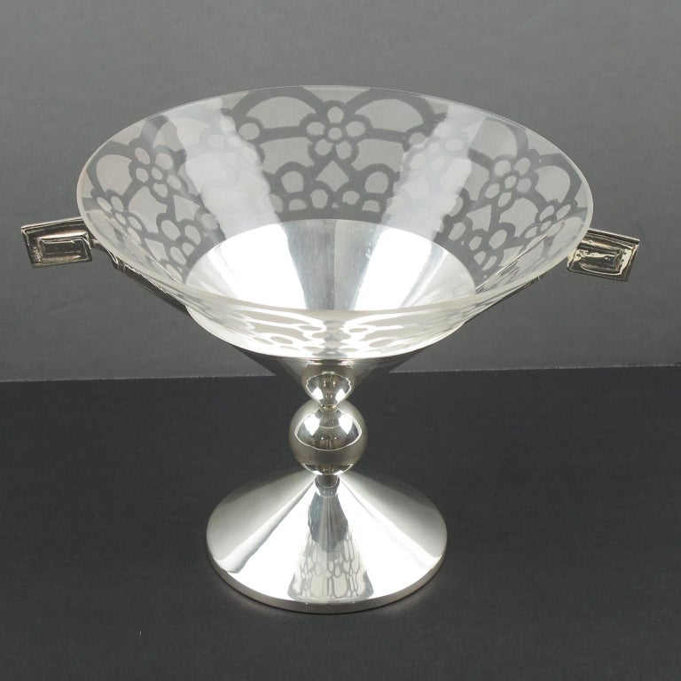 French Art Deco Silver Plate and Etched Glass Centerpiece Bowl In Excellent Condition For Sale In Atlanta, GA
