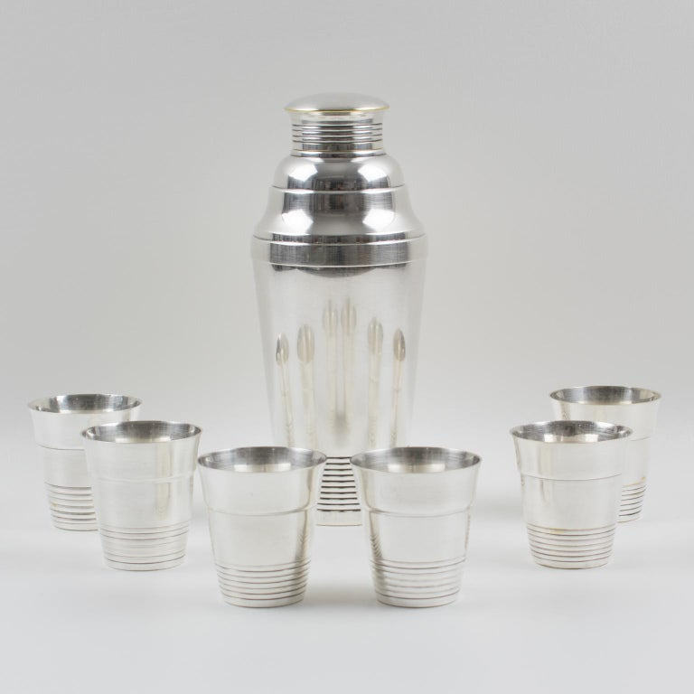 French Art Deco Silver Plate Martini Shaker and 6 Cocktail Cups In Good Condition For Sale In Atlanta, GA