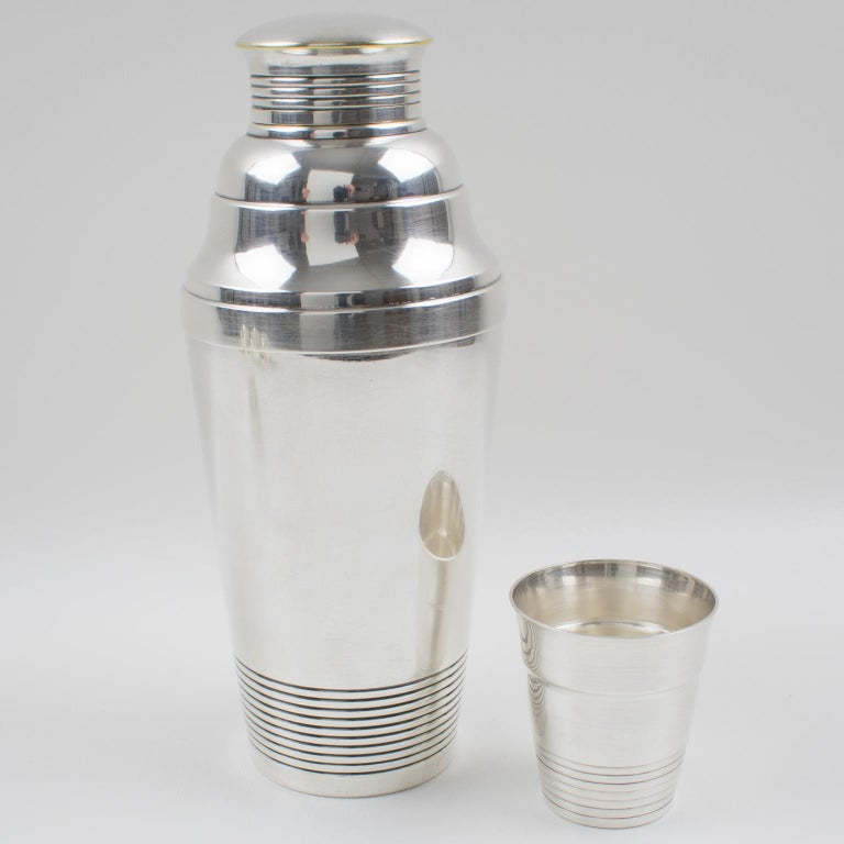 Mid-20th Century French Art Deco Silver Plate Martini Shaker and 6 Cocktail Cups For Sale