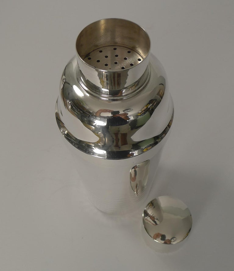 French Art Deco Silver Plated Cocktail Shaker, circa 1930 In Good Condition For Sale In London, GB
