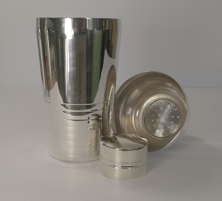 French Art Deco Silver Plated Cocktail Shaker, circa 1930 For Sale 1