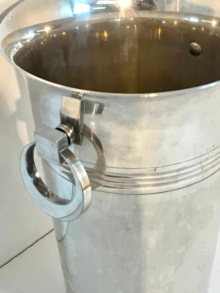 French Art Deco silver plated Champagne bucket, fitted with two articulated handles, with an interior 11