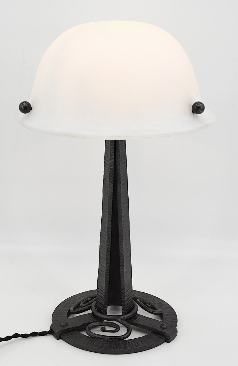 French Art Deco Table Lamp, circa 1925 In Excellent Condition For Sale In Saint-Amans-des-Cots, FR
