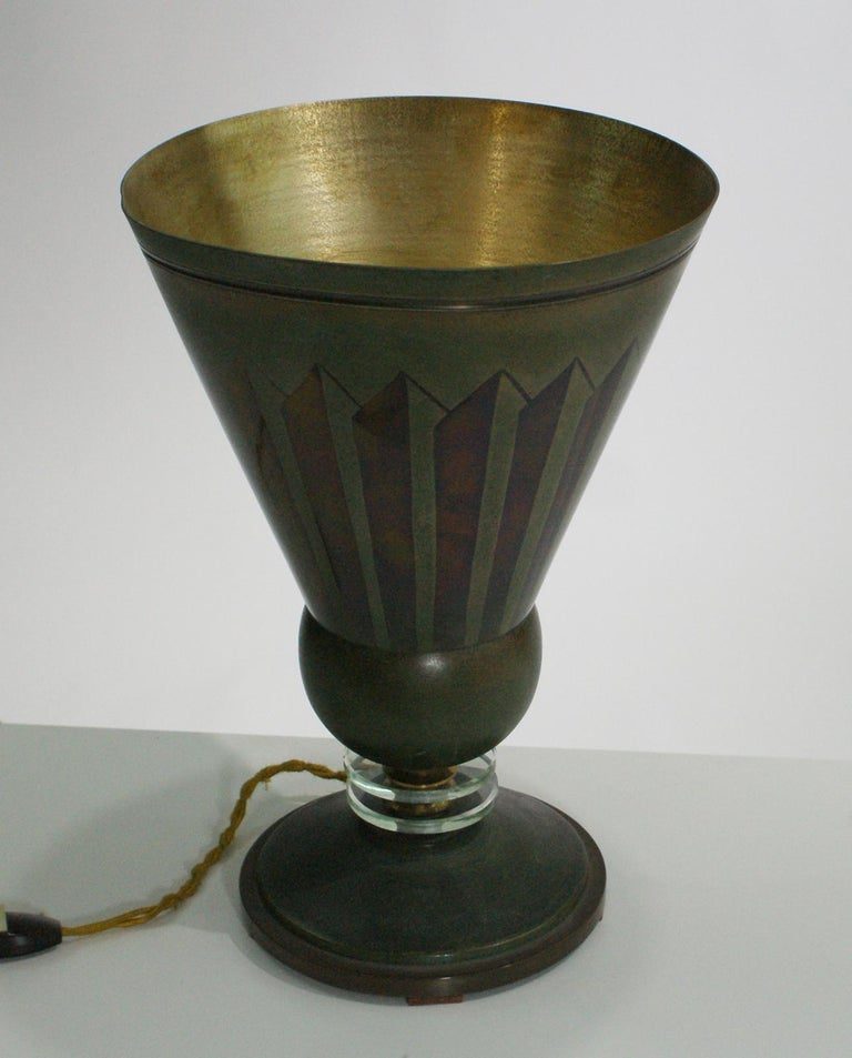French Art Deco torchiere table lamp edited by Edmond Etling, France, 1930 in brass with a geometric design in two green tones and inside in brass color. Bibliography: Le Luminaire, procédés d'éclairages nouveaux, Guillaume Janneau, Editor: