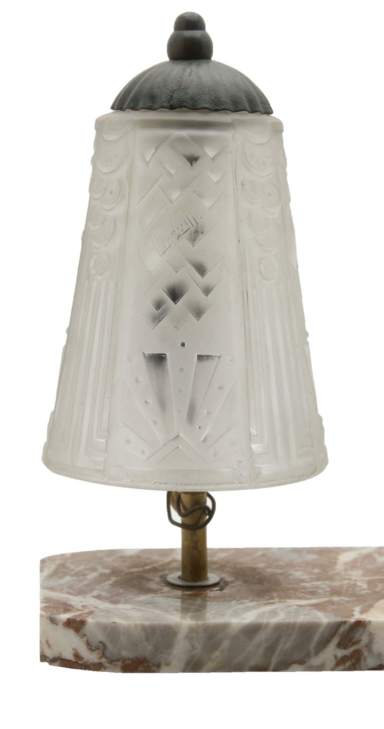 Hand-Crafted French Art Deco Table Lamp Signed by Muller Frères with Bronze Elephant Motif For Sale