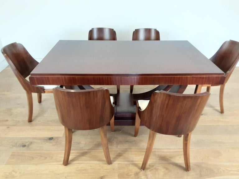 Art Deco dining table and chairs. Beautiful rosewood u base dining table with six curve back rosewood dining chairs, the wood has been professionally re polished to an original finish and the chairs have been professionally re uphostered in an