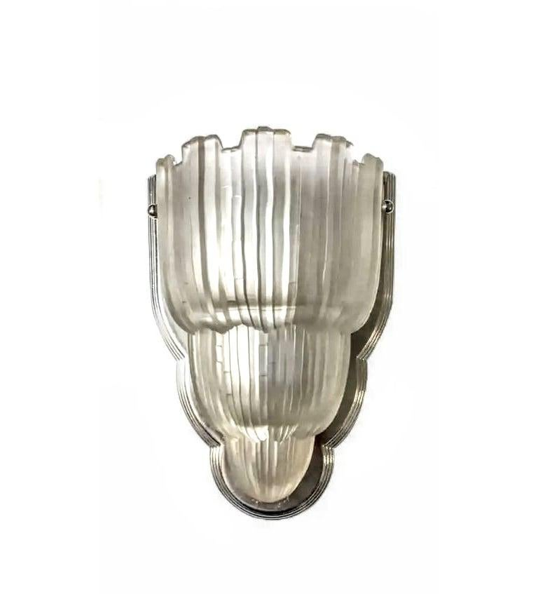 20th Century Pair of French Art Deco Wall Sconces by Sabino For Sale