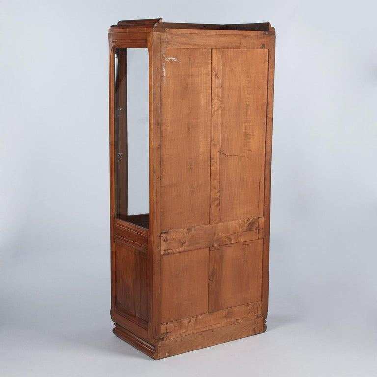 French Art Deco Walnut Display Cabinet or Bookcase, 1930s For Sale 6