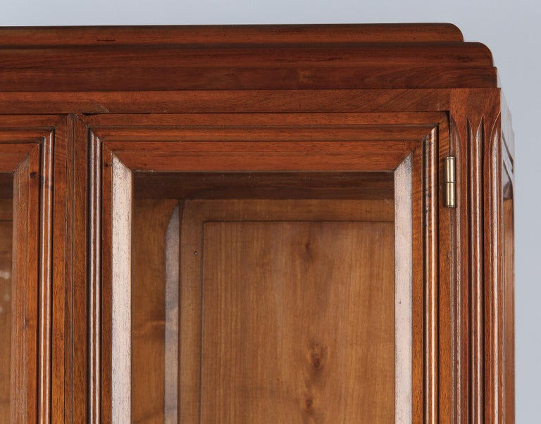 French Art Deco Walnut Display Cabinet or Bookcase, 1930s For Sale 7