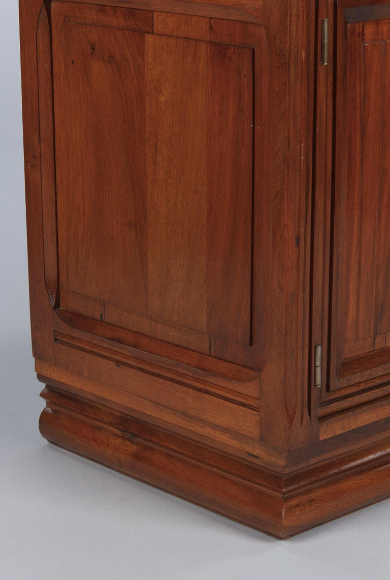 French Art Deco Walnut Display Cabinet or Bookcase, 1930s For Sale 11