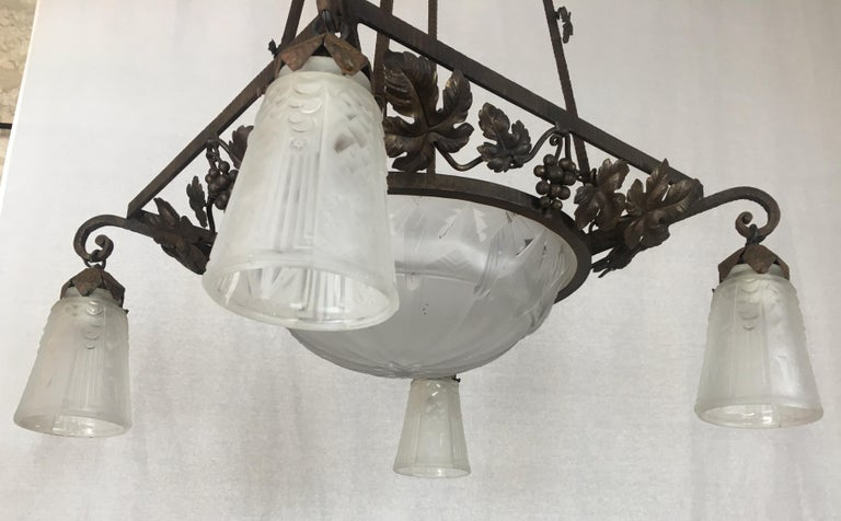Mid-20th Century Muller Freres French Art Deco Wrought Iron Etched Glass Chandelier, Signed  For Sale