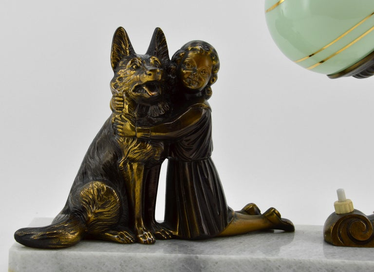 French Art Deco Young Girl and German Shepherd Sculpture Table Lamp, 1930s In Good Condition For Sale In Saint-Amans-des-Cots, FR