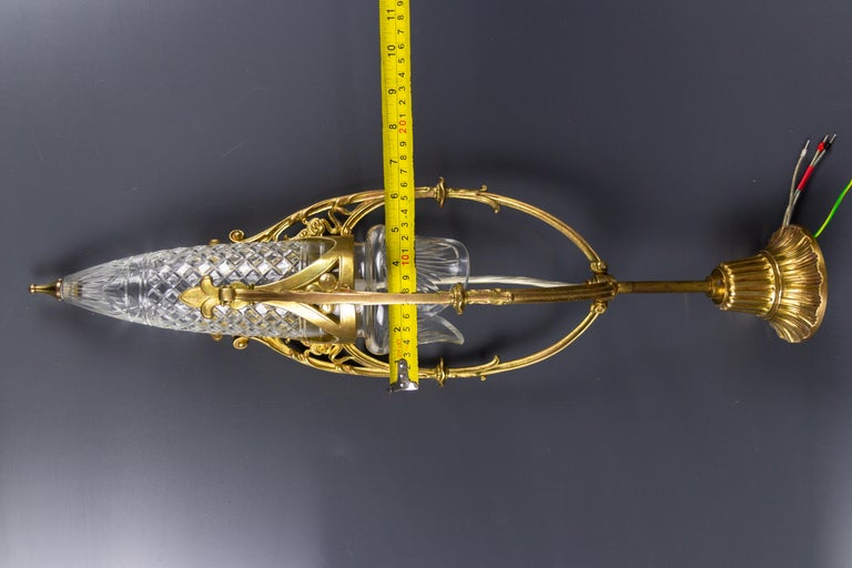 French Art Nouveau Cut Crystal Glass and Brass Pendant Light, Early 20th Century For Sale 12