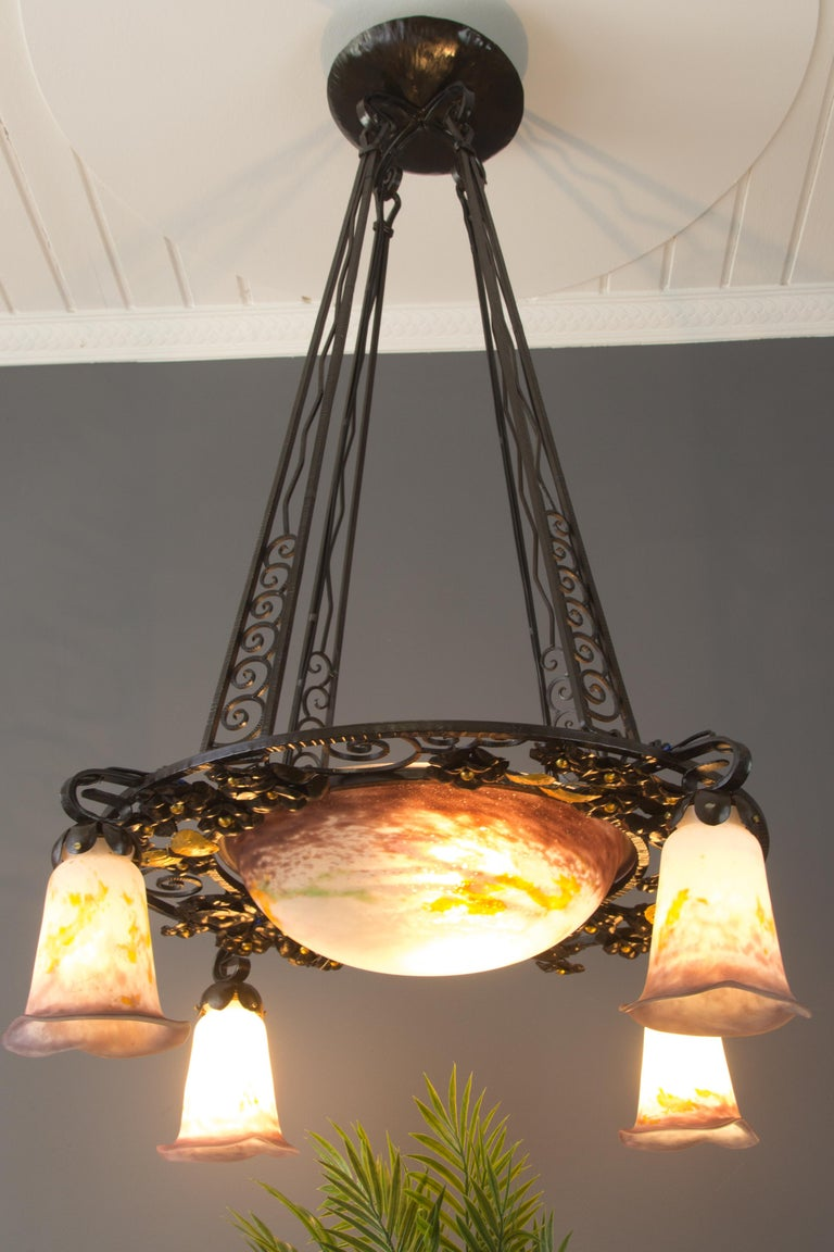 French Art Nouveau Five-Light Wrought Iron and Glass Chandelier Signed Lorrain In Good Condition For Sale In Barntrup, DE