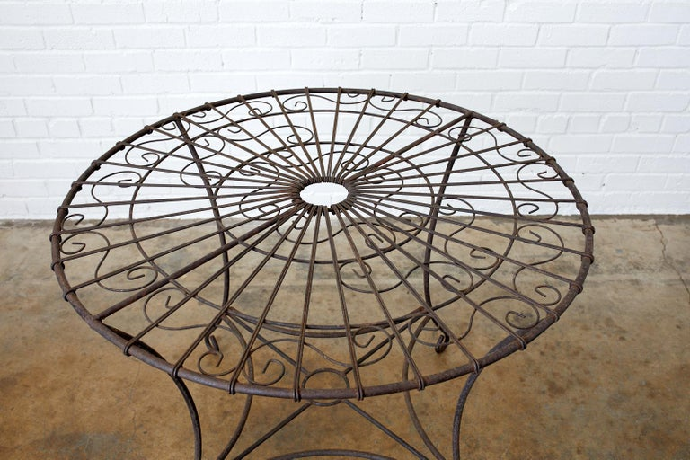 French Art Nouveau Iron and Wire Garden Table In Good Condition For Sale In Oakland, CA