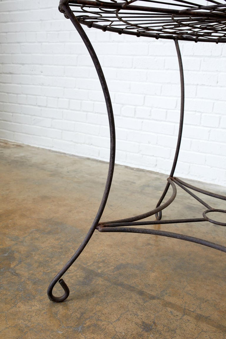 French Art Nouveau Iron and Wire Garden Table For Sale 1